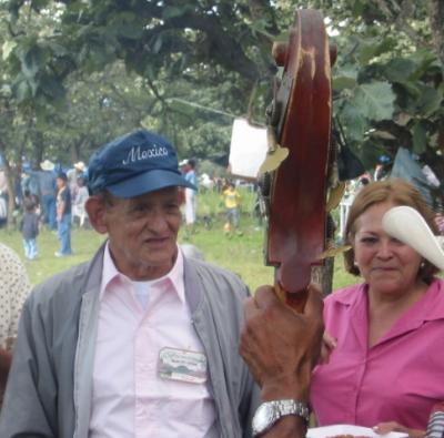Javier Chávez: cantor de la belleza vivida